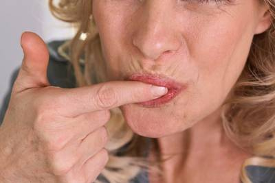 Coronavirus - Early warnings of infection could be loss of sense of smell and taste