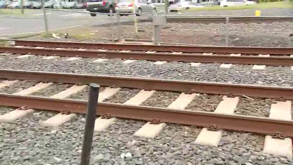 EMISIÓN 8.4.21 | Dos hispanos atropellados por tren en Charlotte, en memorial de hermano