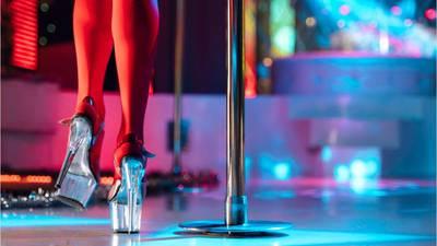 Dancer falls from stripper's pole