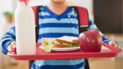 Mother concerned after school shortens lunchtime to prevent COVID-19 exposure